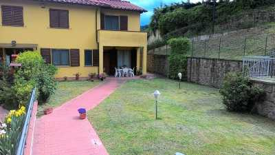 Villa a Schiera in Vendita a montevarchi miravalle
