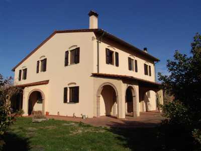 Rustico Casale Corte in Vendita a Collesalvetti, Vicarello