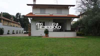Villa Bifamiliare in Affitto a forte dei marmi viale italico