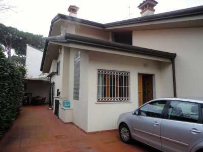 Villa Bifamiliare in Affitto a Forte Dei Marmi via Melato Centro